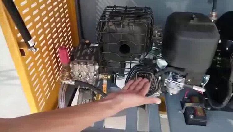 高压清洗车发动机和高压泵