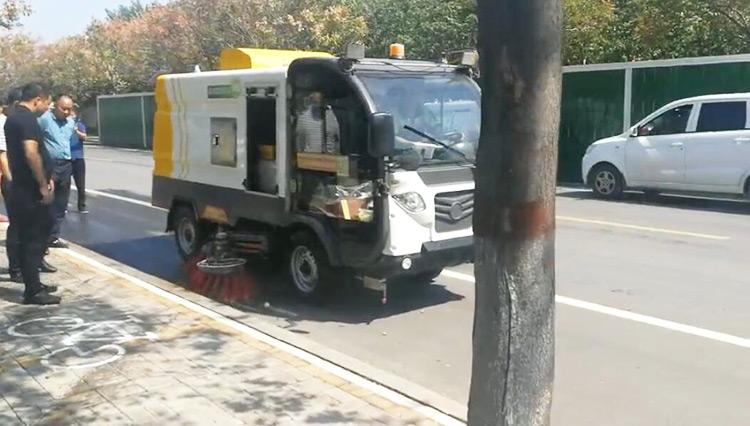 百易电动清扫车BY-S50成功入驻河南某环保局