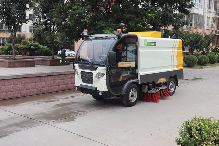 道路吸尘清扫车BY-S50在清扫马路