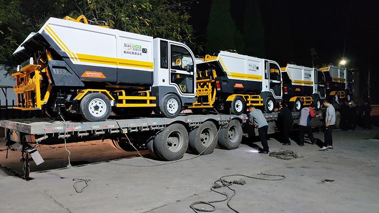 纯电动垃圾清运车装车发货现场