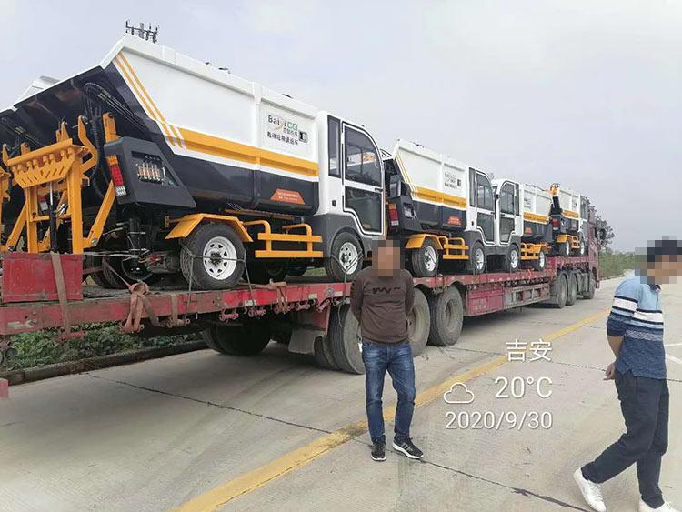 吉安环卫处引进一批电动垃圾清运车