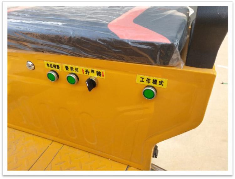 小型多功能高压冲洗车配有一键式工作速度模式