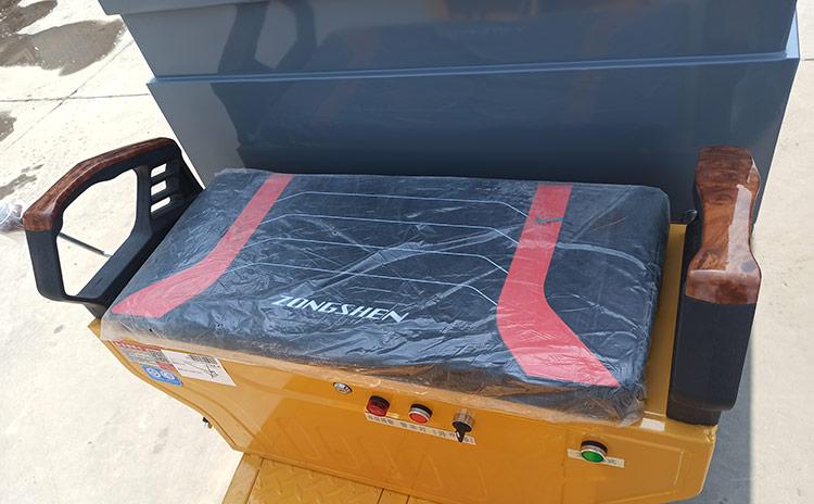 小型高压冲洗车座椅