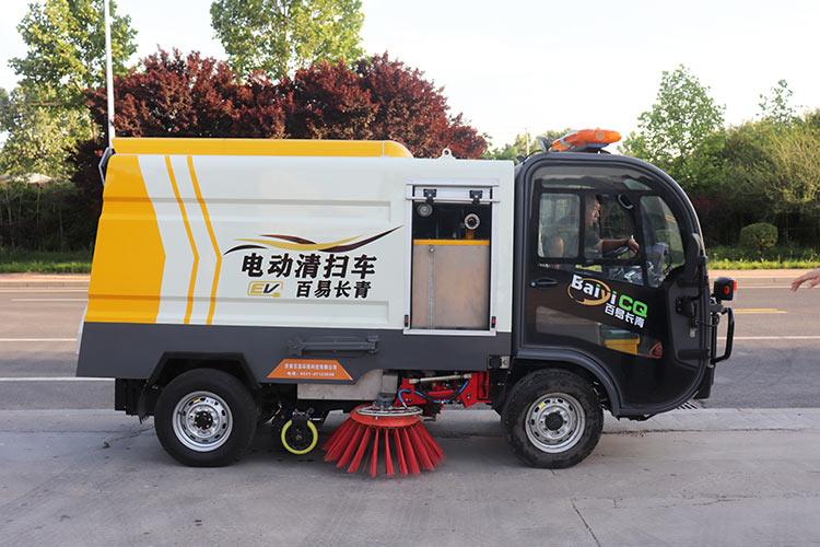 百易长青驾驶式电动清扫车图片