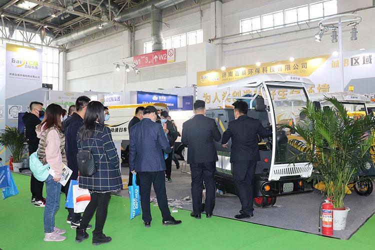 百易长青吸叶机在中国环卫博览会现场