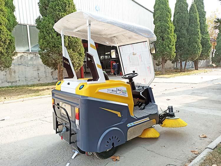 百易小型电动扫地车