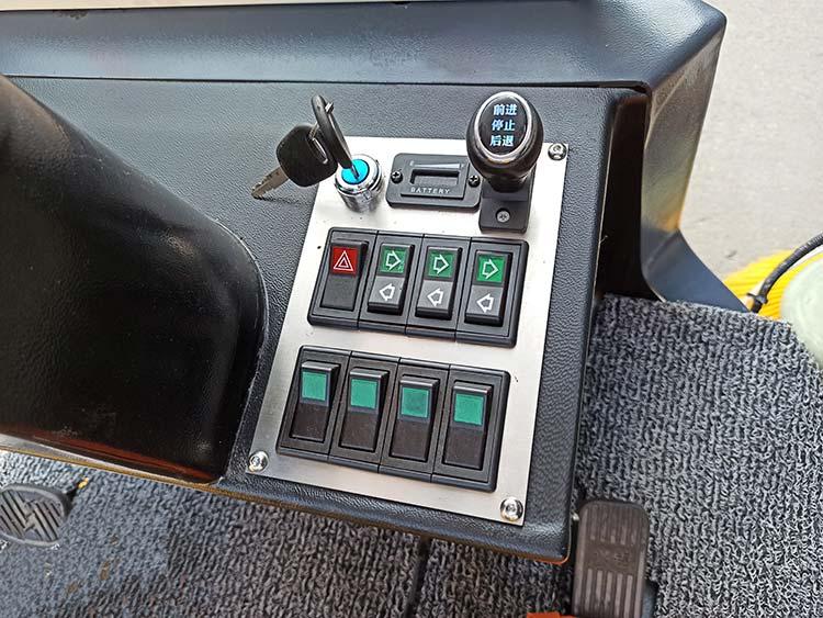 百易小型电动扫地车控制按钮