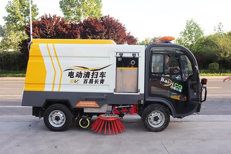 百易中型电动扫地车作业现场