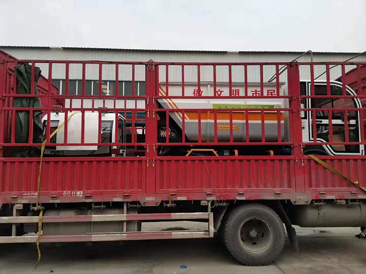 百易纯电动垃圾清运车发货现场