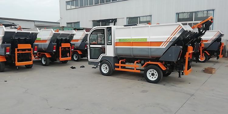 百易生产的纯电动垃圾清运车