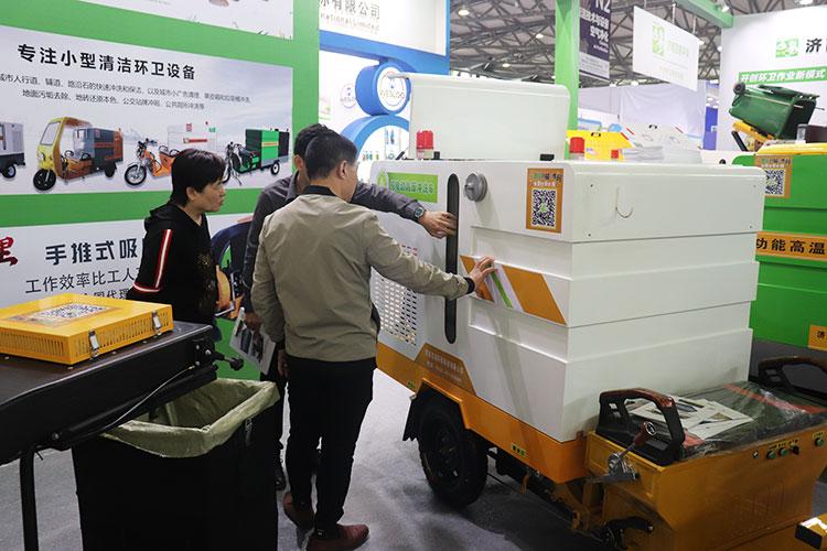 百易环卫纯电动高压清洗车在上海展会