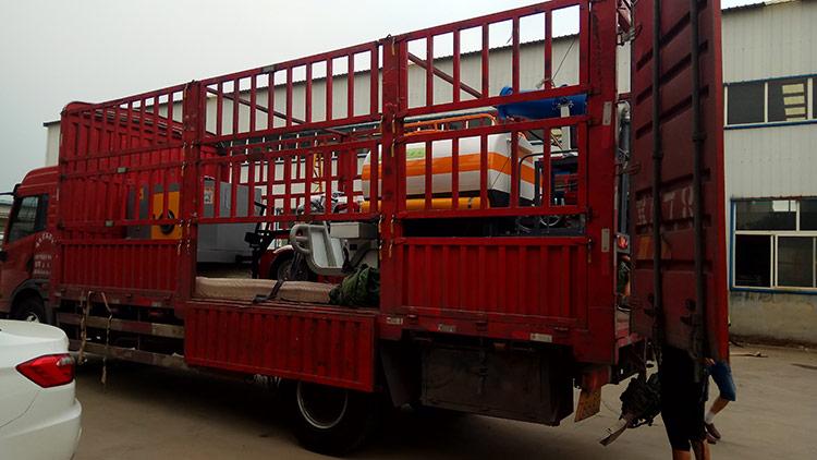 百易电动三轮洒水车和树叶收集器发货