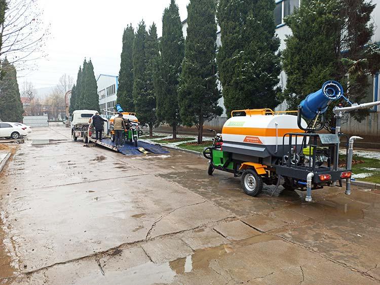 百易电动三轮洒水车产品图片