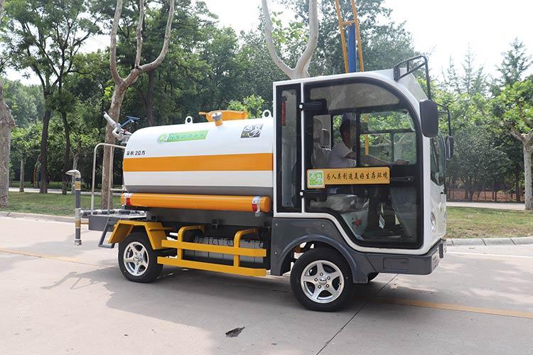 百易电动四轮多功能洒水车产品图片