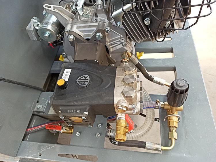 百易小型洗扫车配置意大利AR高压泵
