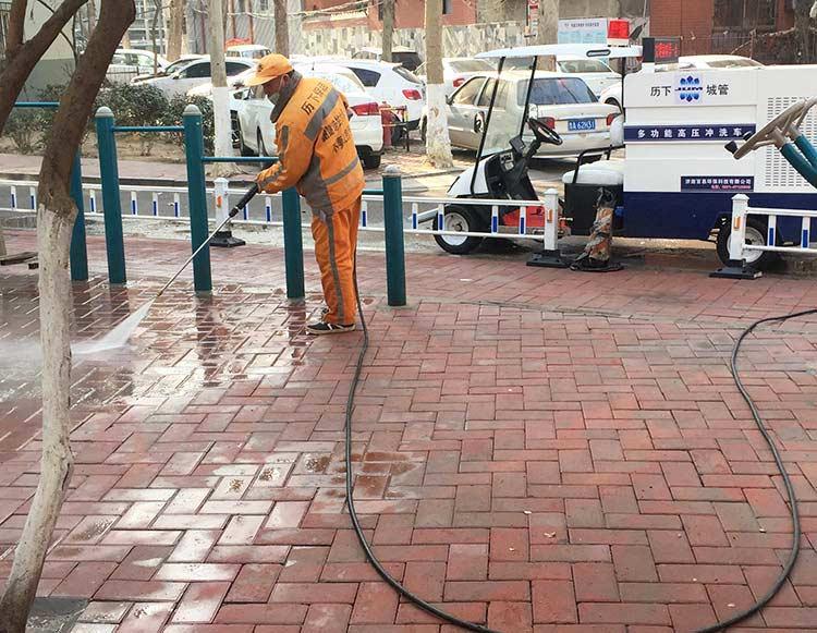 百易四轮高压清洗车冲洗人行道地砖