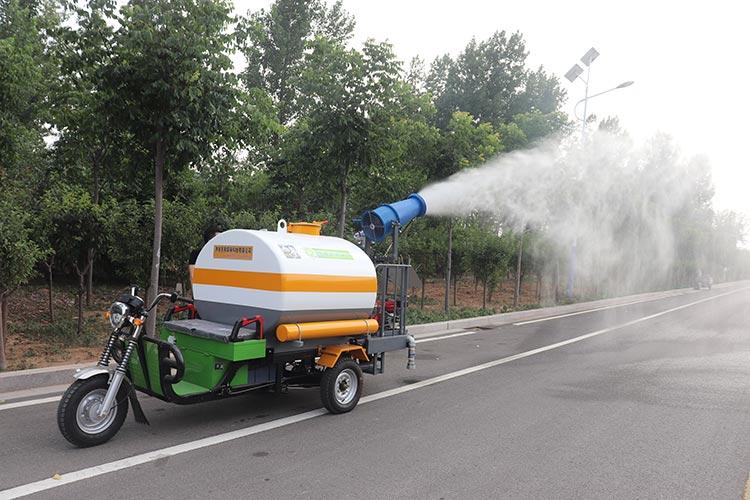百易长青洒水车喷雾抑尘现场