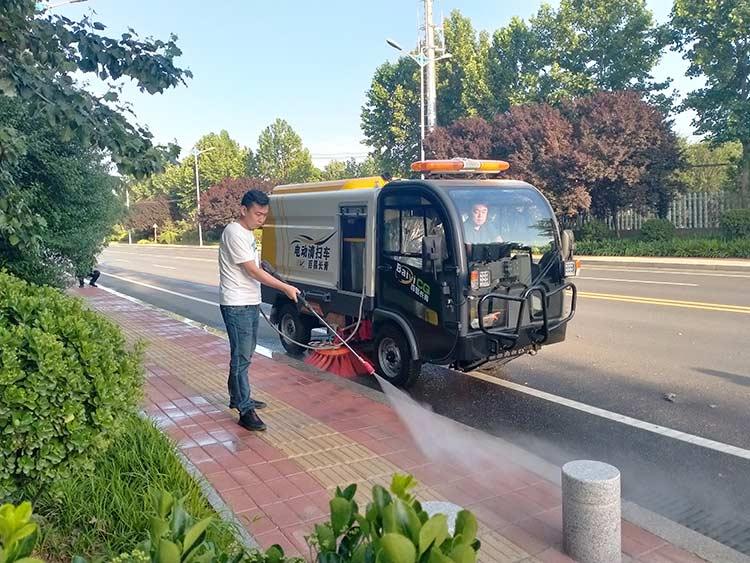 道路吸尘清扫车冲洗功能