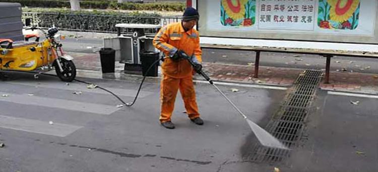 百易高压冲洗车冲洗井盖