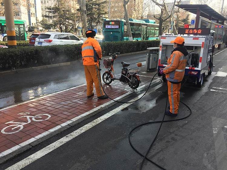百易长青高压冲洗车冲洗公交站台
