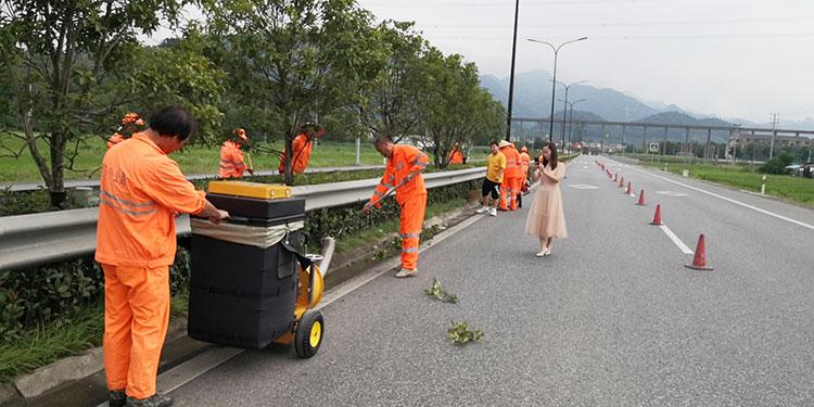 义乌公路管理局引进吸叶机