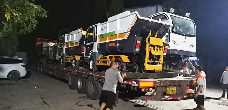 一清环境高压冲洗车和垃圾清运车发货现场