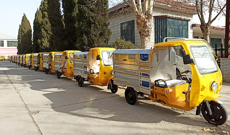 北京环卫公司引进两分类垃圾车
