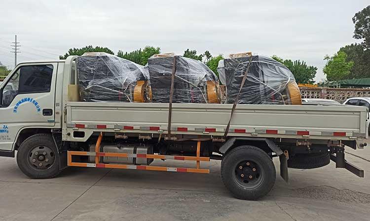 济南城市环卫引进一批手推式树叶收集器装车完毕待送货现场图片