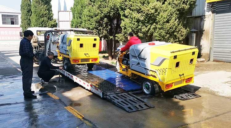 山东某小区物业引进一批经济小型多功能高压清洗车发货现场