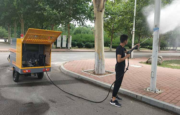 多功能电动三轮高压清洗车清理小广告现场